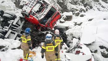 Vogntog tok med seg bergingsbil ned fjellskrent