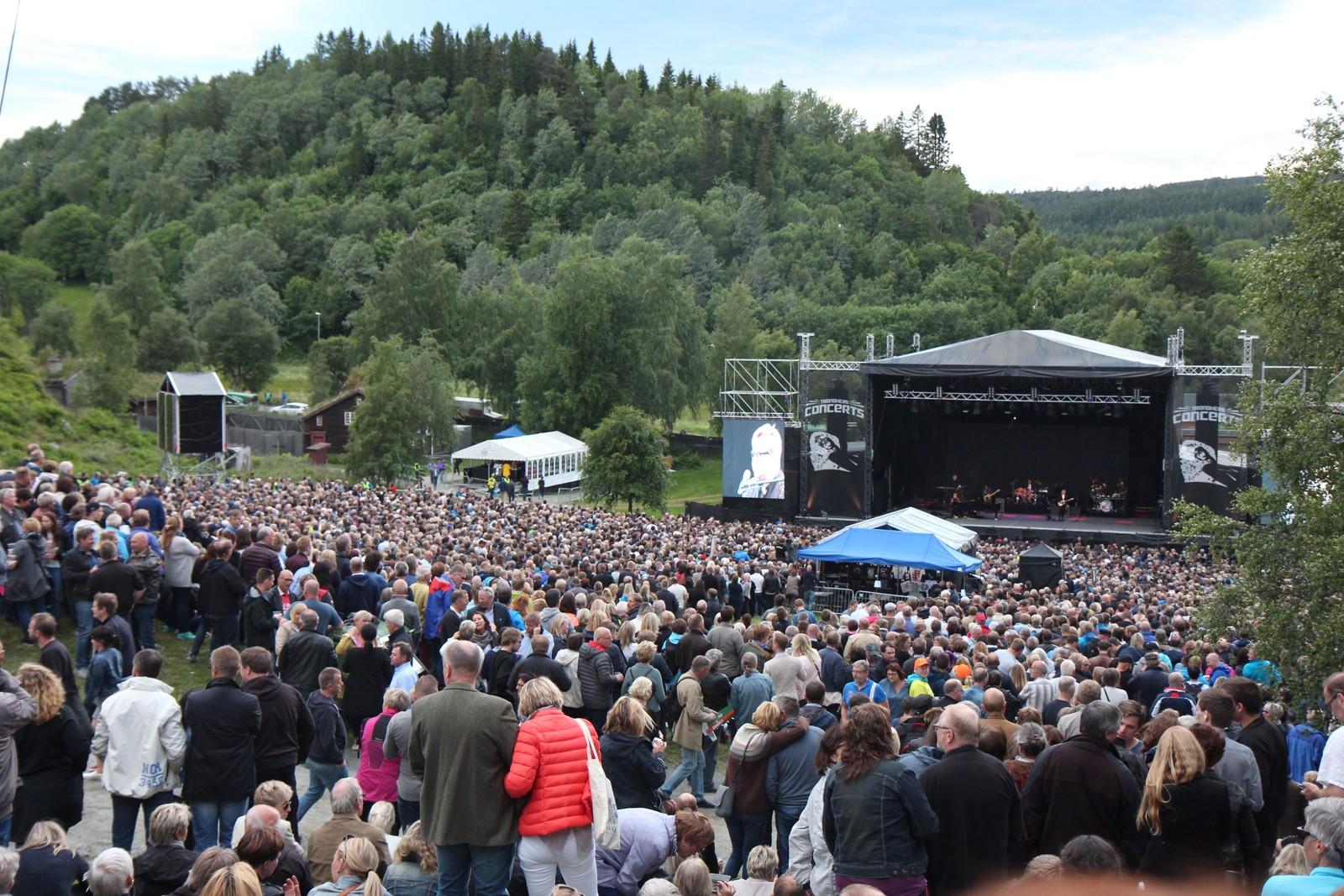 Publikum koste seg konsert på Sverresborg.