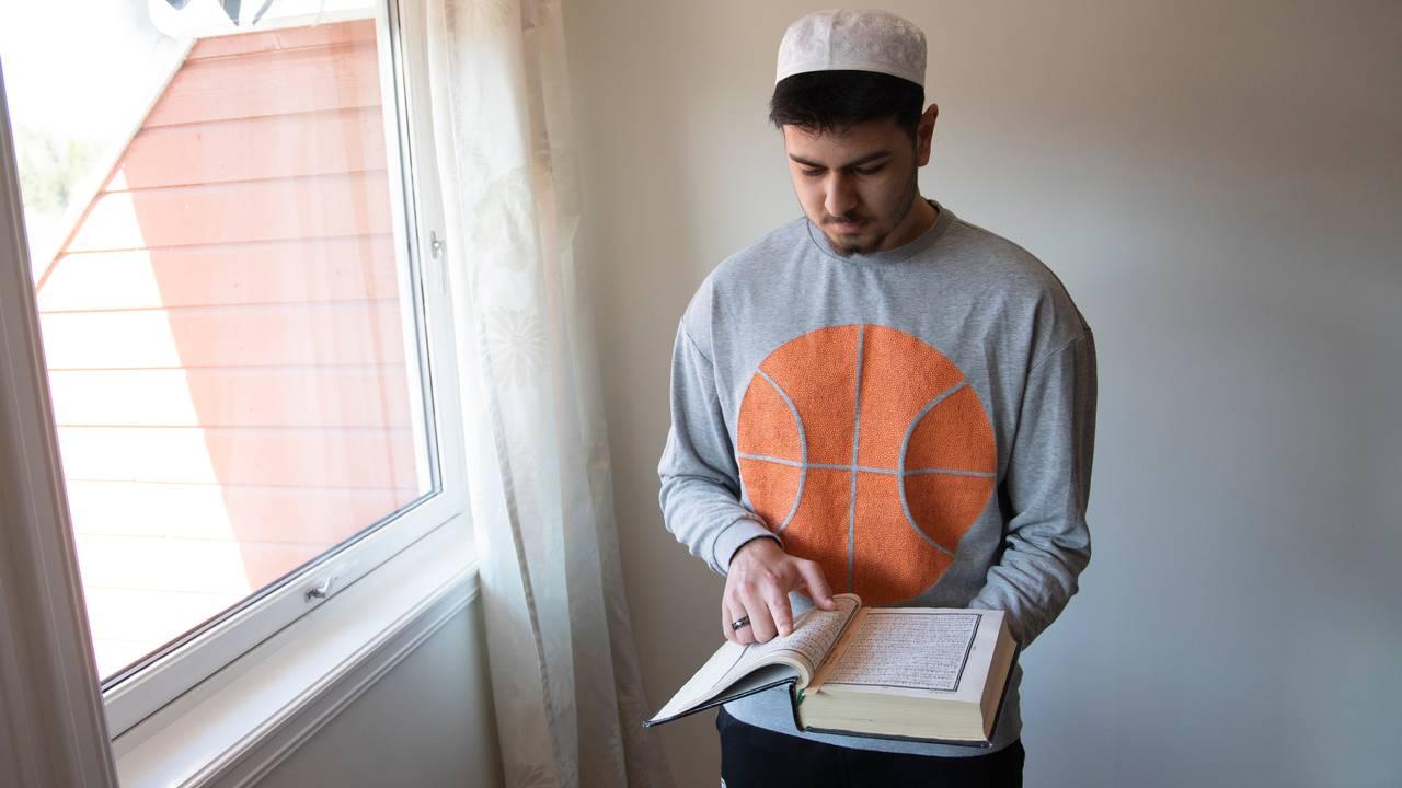 Muneeb Qureshi leser koranen