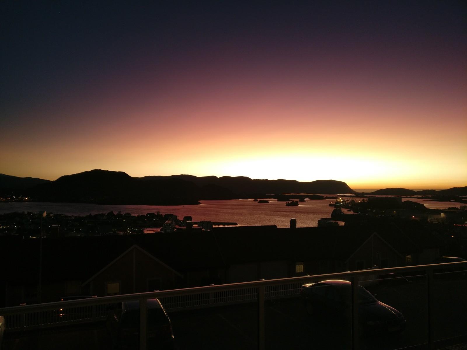 Solnedgang i Ulsteinvik