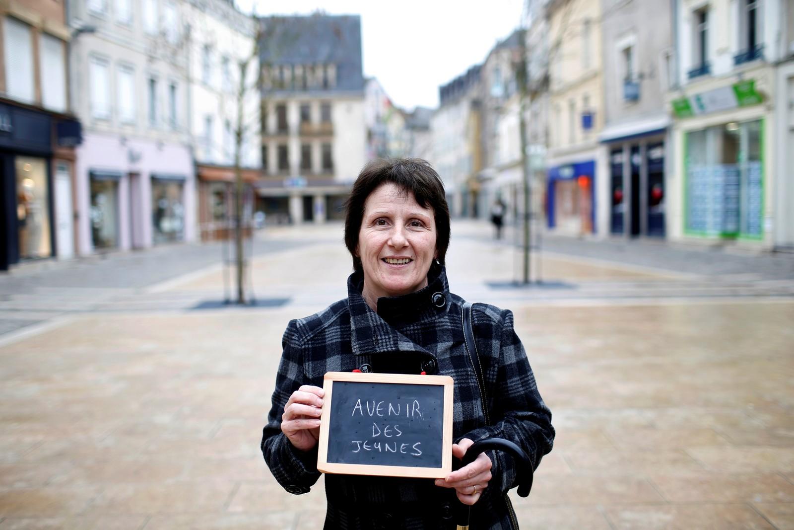 """Sykepleieren Patricia Breard (53) har skrevet """"de unges fremtid"""" på tavlen. Politikeren som overbeviser henne på dette punktet får hennes stemme."""