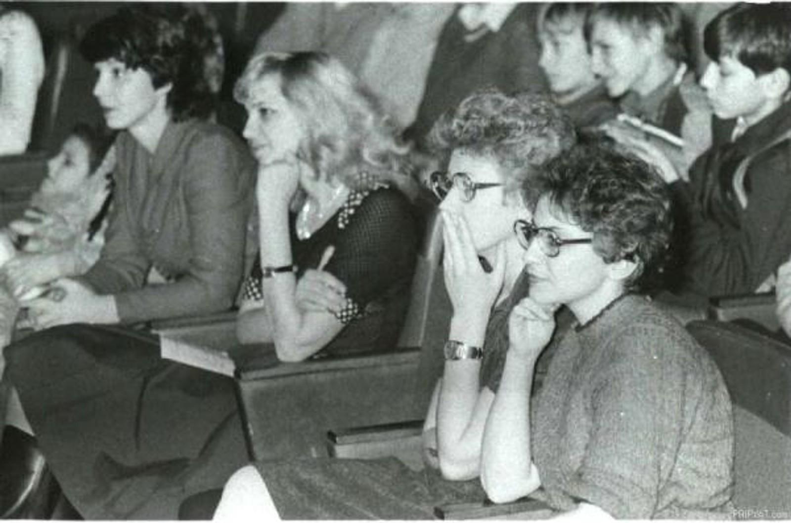 Stor oppmerksomhet under et foredrag i forelesningsalen i kulturpalasset før katastrofen.