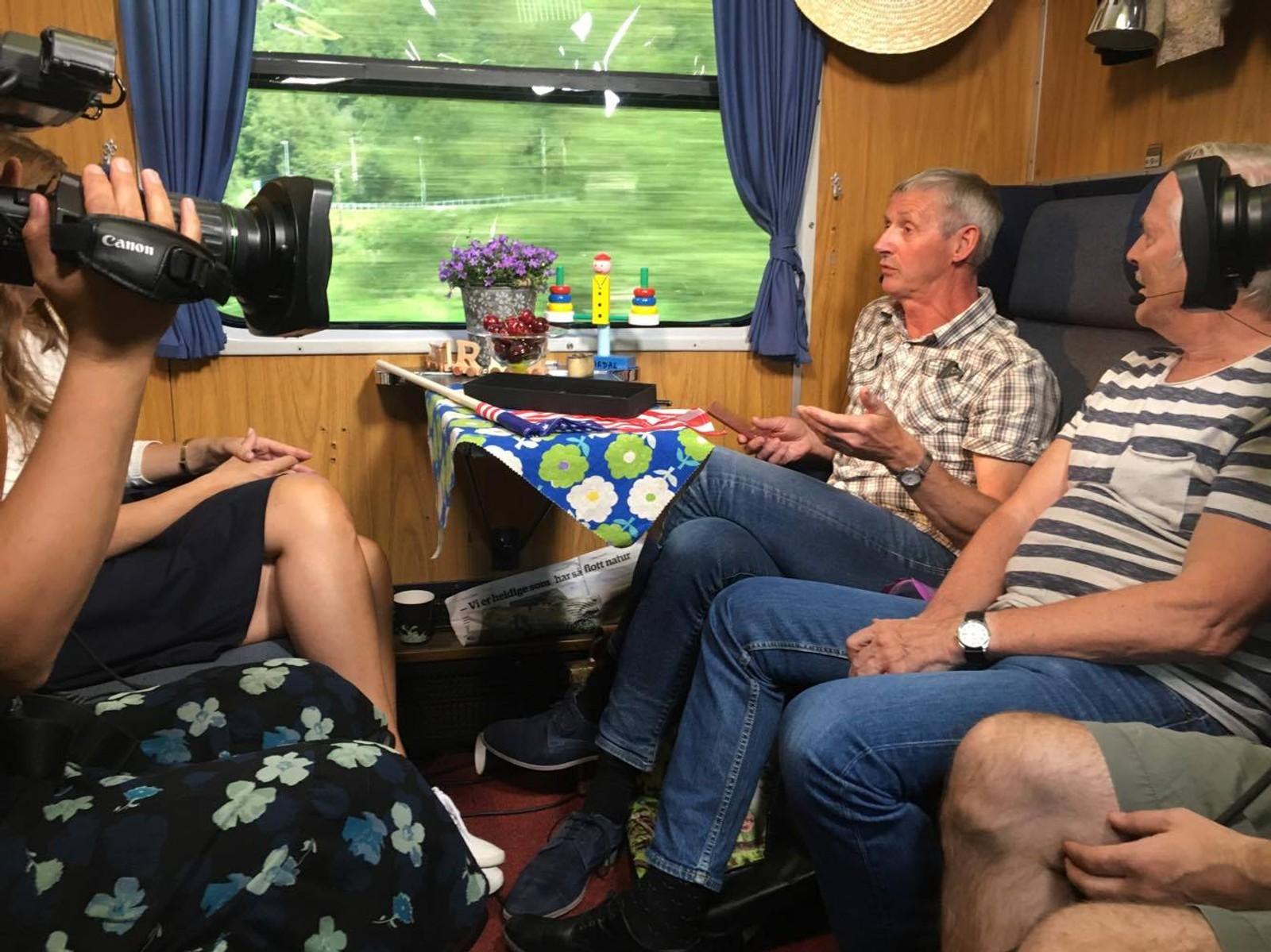 Tidligere programleder i NRK Rogaland, John Skien, er gjest på Sommertoget. Han er med for å guide toget fram med jærsk lokalkunnskap.