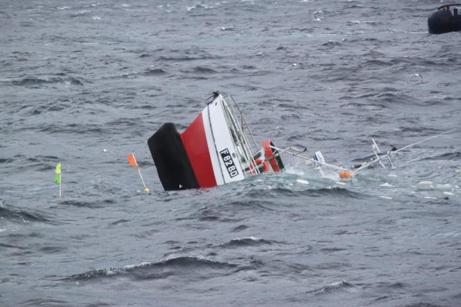 Fra hekken forsvant under vann gikk det bare ti minutter så var båten forsvunnet.