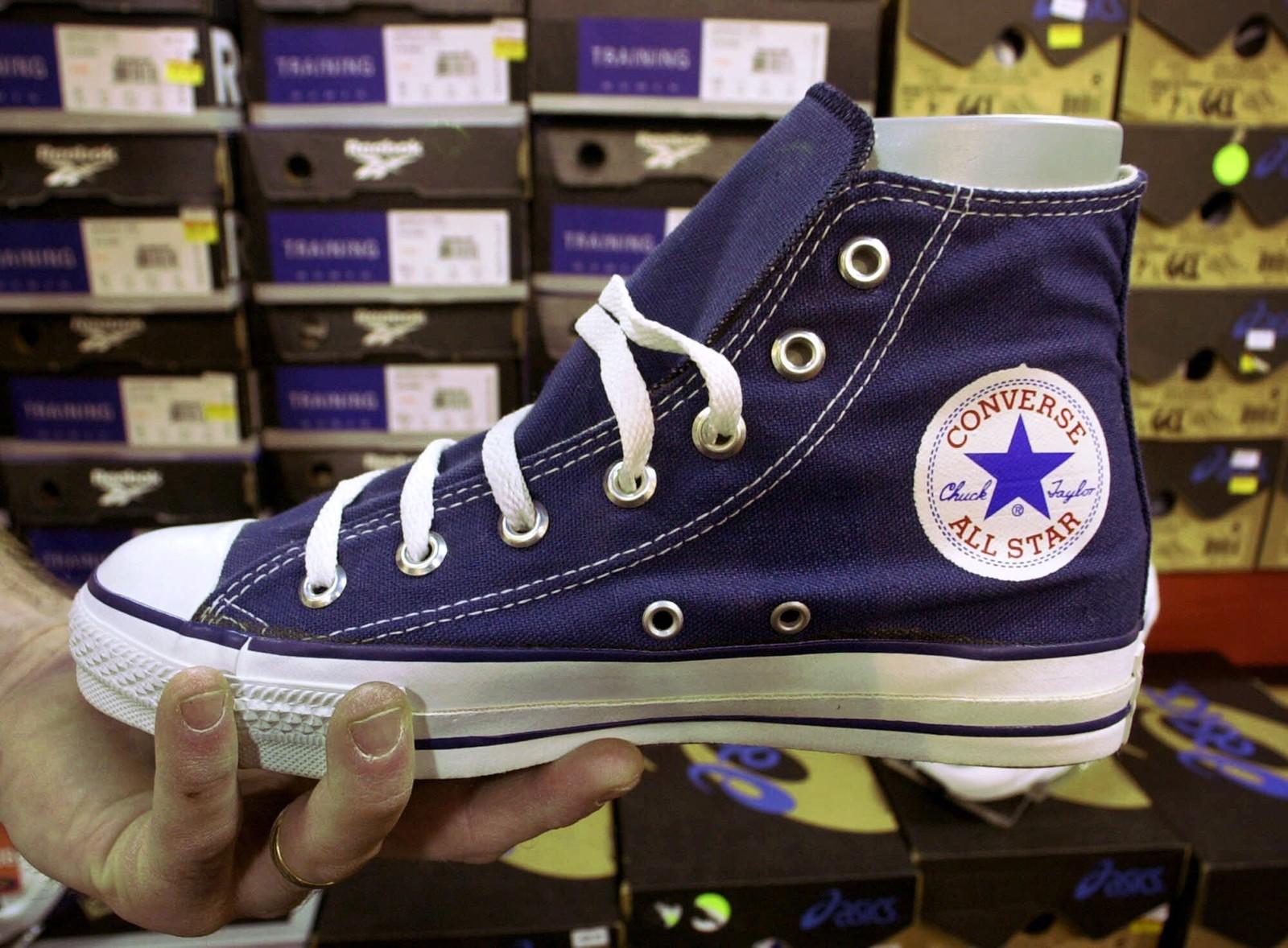 ORIGINALEN: Chuck Taylor-skoen har sett mer eller mindre identisk ut siden lanseringen i 1917. Den velkjente svarte og hvite utgaven kom først på markedet etter andre verdenskrig.