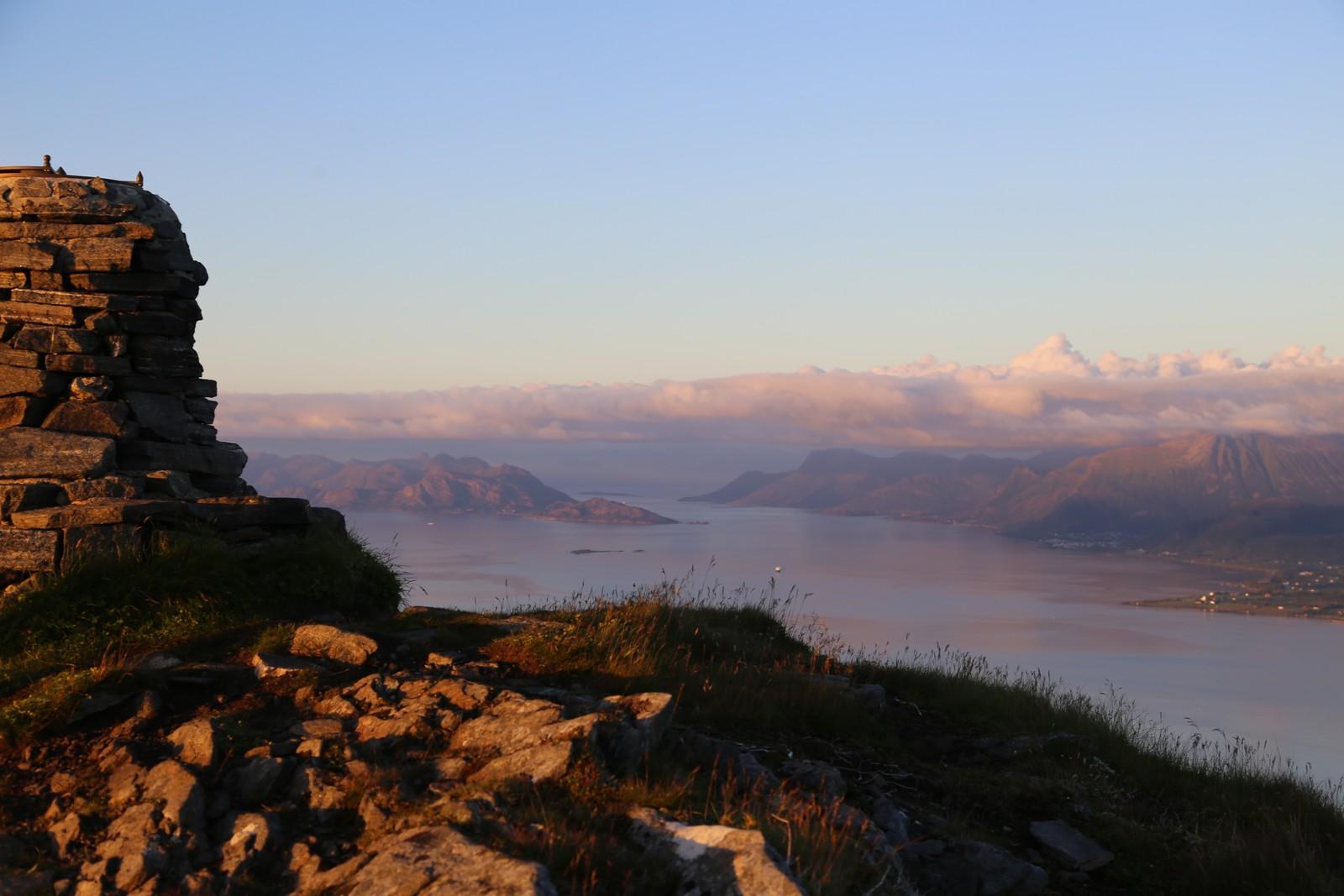 Her kan du både sjå nordover mot Romsdalen og så langt sør som til Runde.