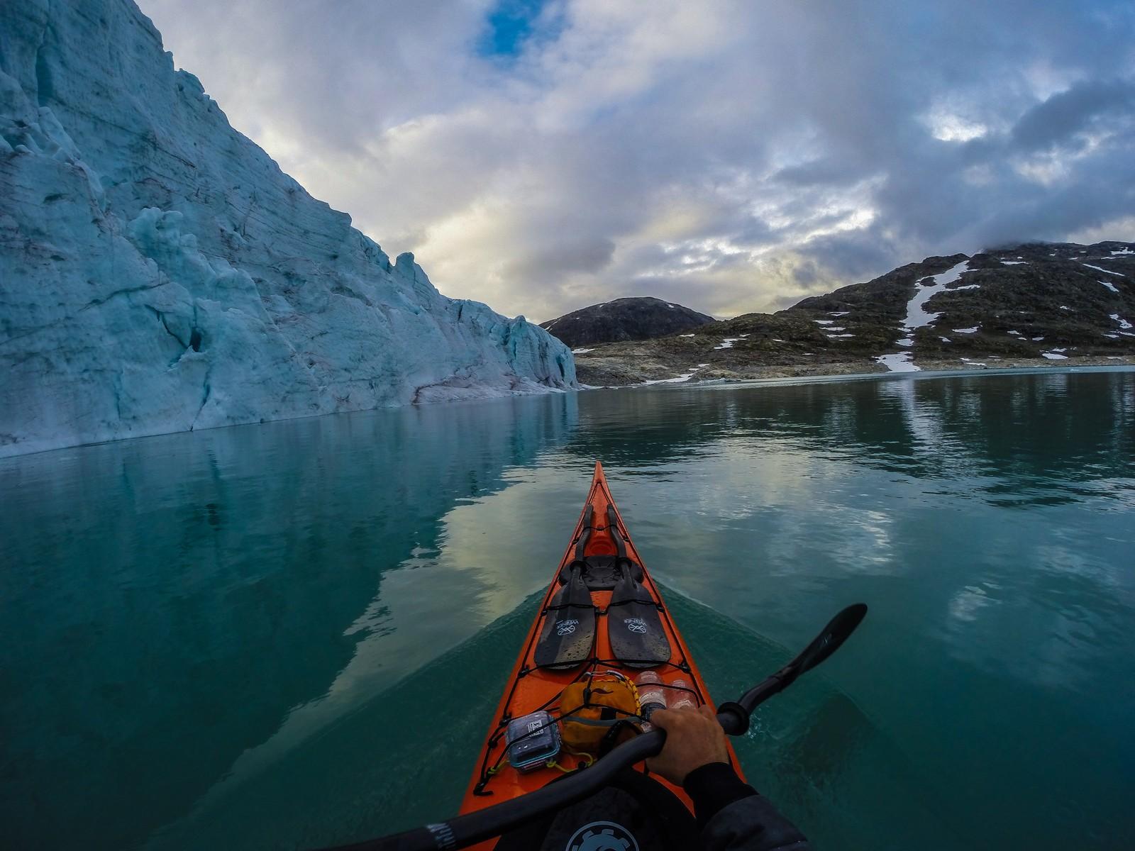 STYGGEVATNET: Styggevatnet i Jostedalen er et spennende sted å padle på grunn av isbreen som går ned i vannet.