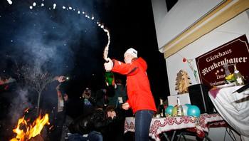 Tora Berger med champagne