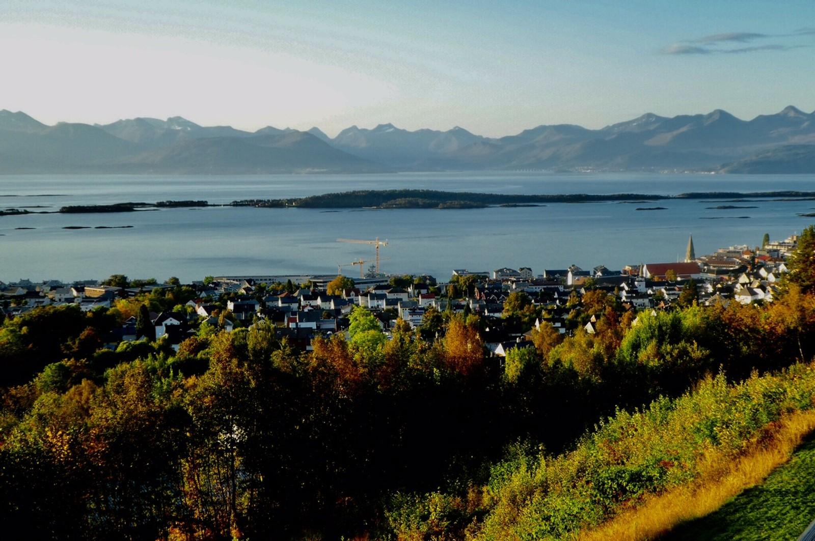 Bilder fra Frokostbordet, med utsikt over Molde