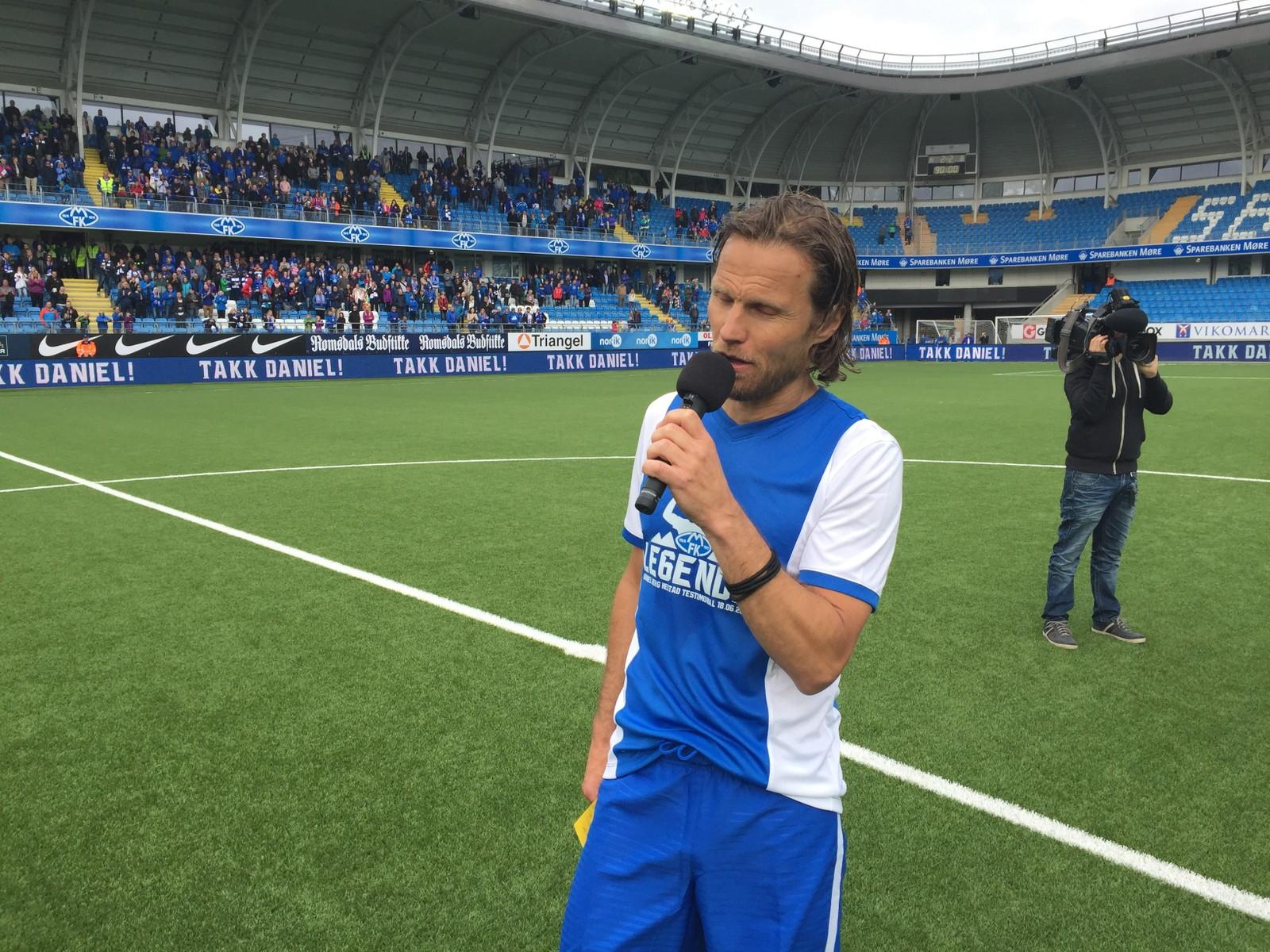 TAKK: Kampen endte 2-2 på Aker Stadion. Daniel Berg Hestad brukte tiden etter kampen til å takke Molde fotballklubb og supportere.