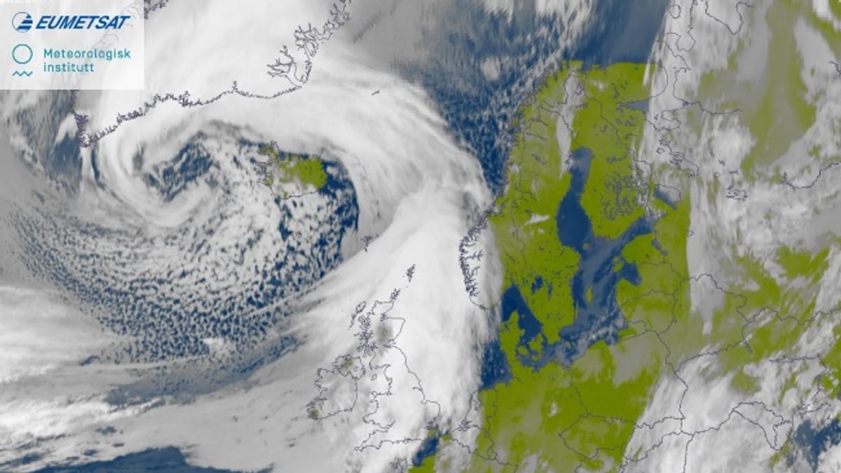 Satellittbilde lavtrykk over Grønland 10. desember 2014 - Foto: MET