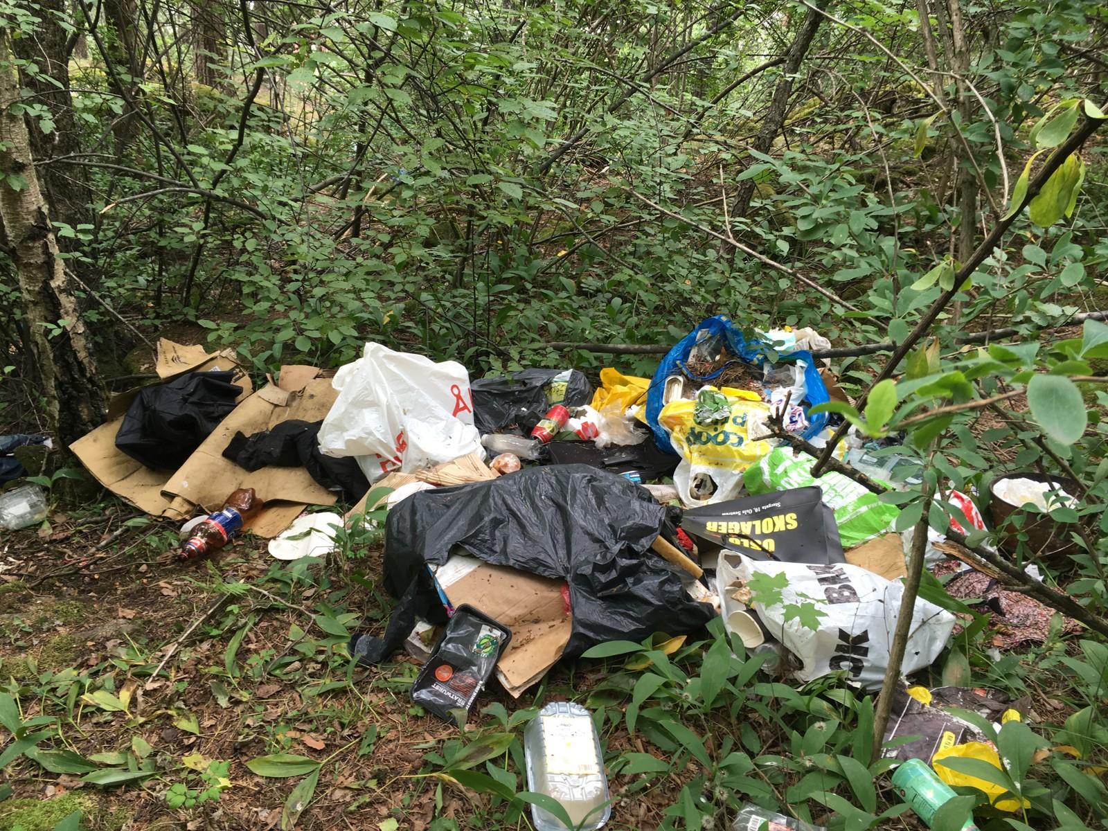 SØPPEL: Masse søppel samler seg opp på flere av de stedene folk slår leir.