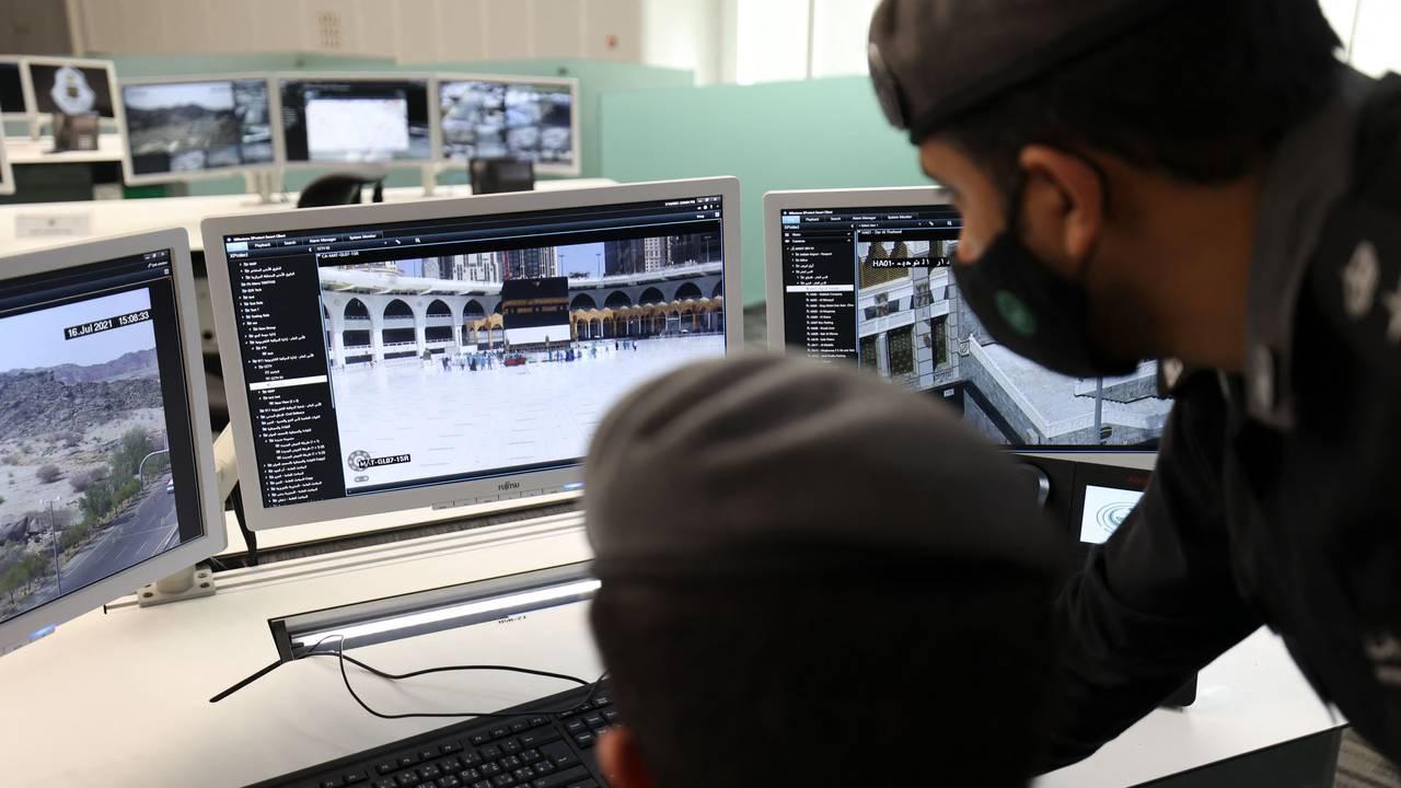 Sikkerhetsagenter overvåker plassen rundt kabaen i Mekka