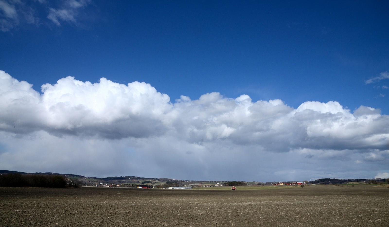 Skyer over Leinstrand