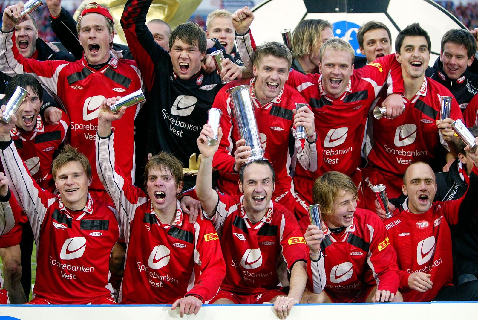 CUPMESTER: Erlend Hanstveit og de øvrige Brann-spillerne jublet hemningsløst etter seieren over Lyn på Ullevaal høsten 2004.