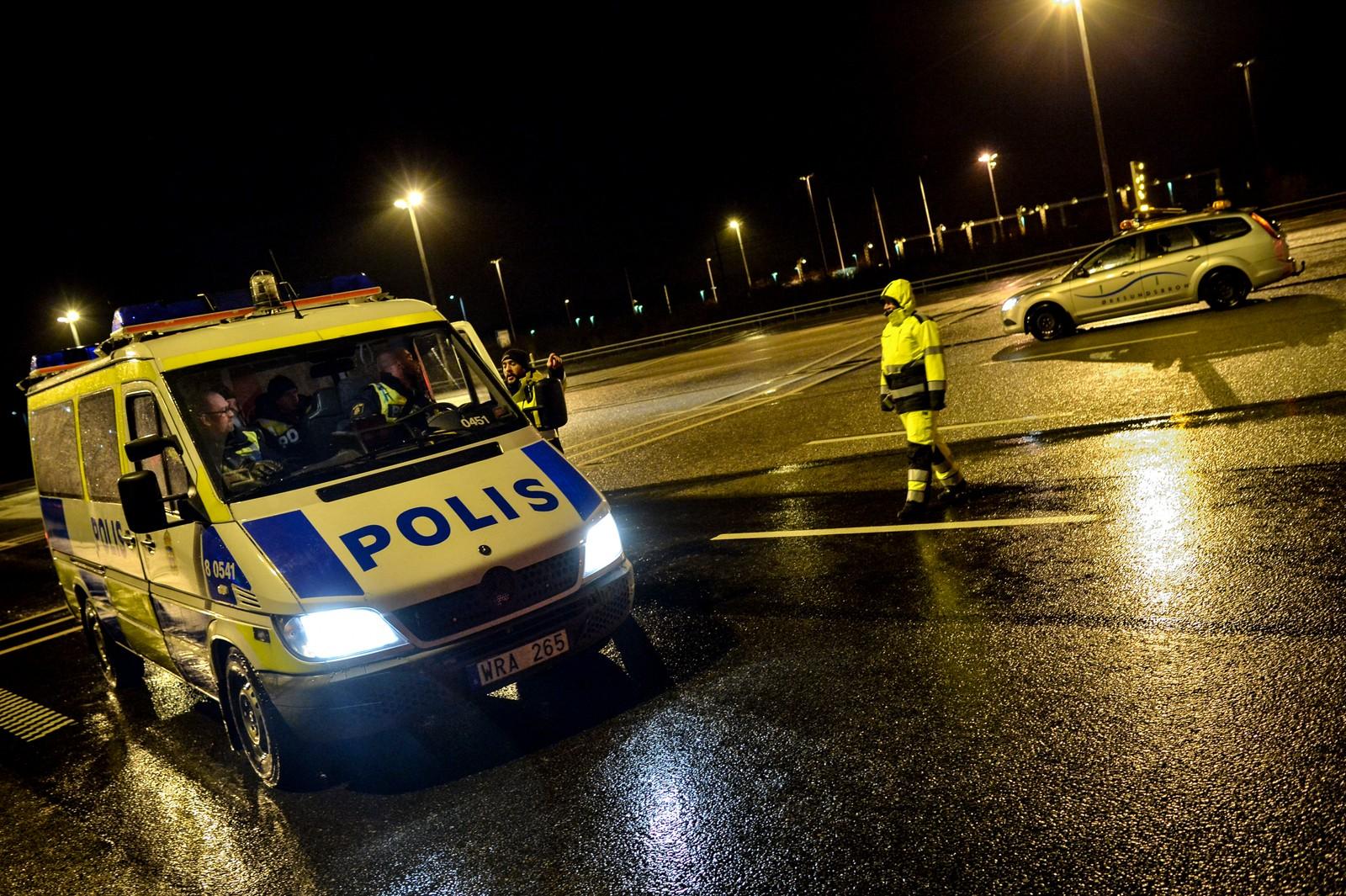 Politiet sperrer av Øresundsbroen.