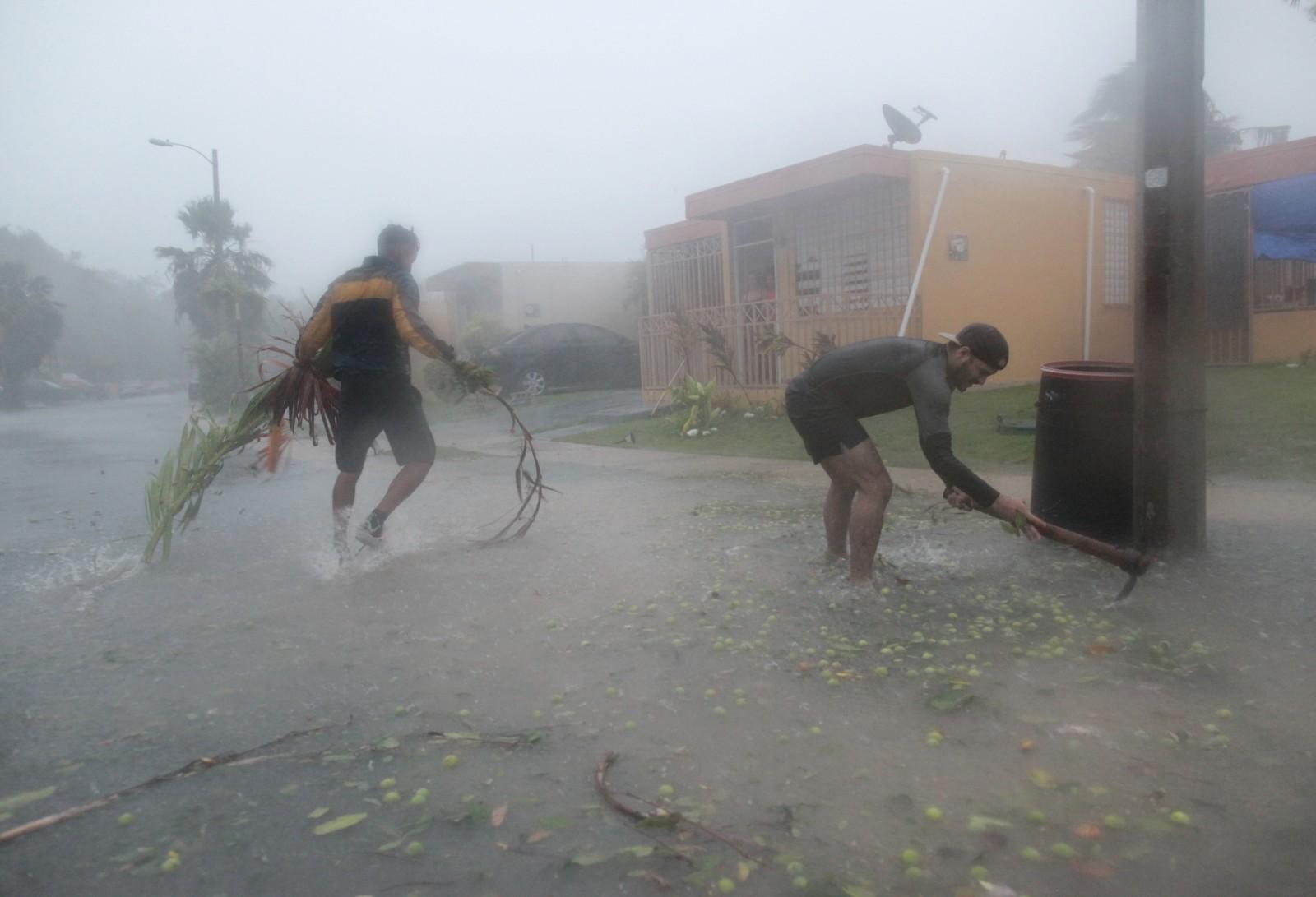 Folk har så smått startet oppryddingen etter at orkanen «Irma» har passert Puerto Rico.