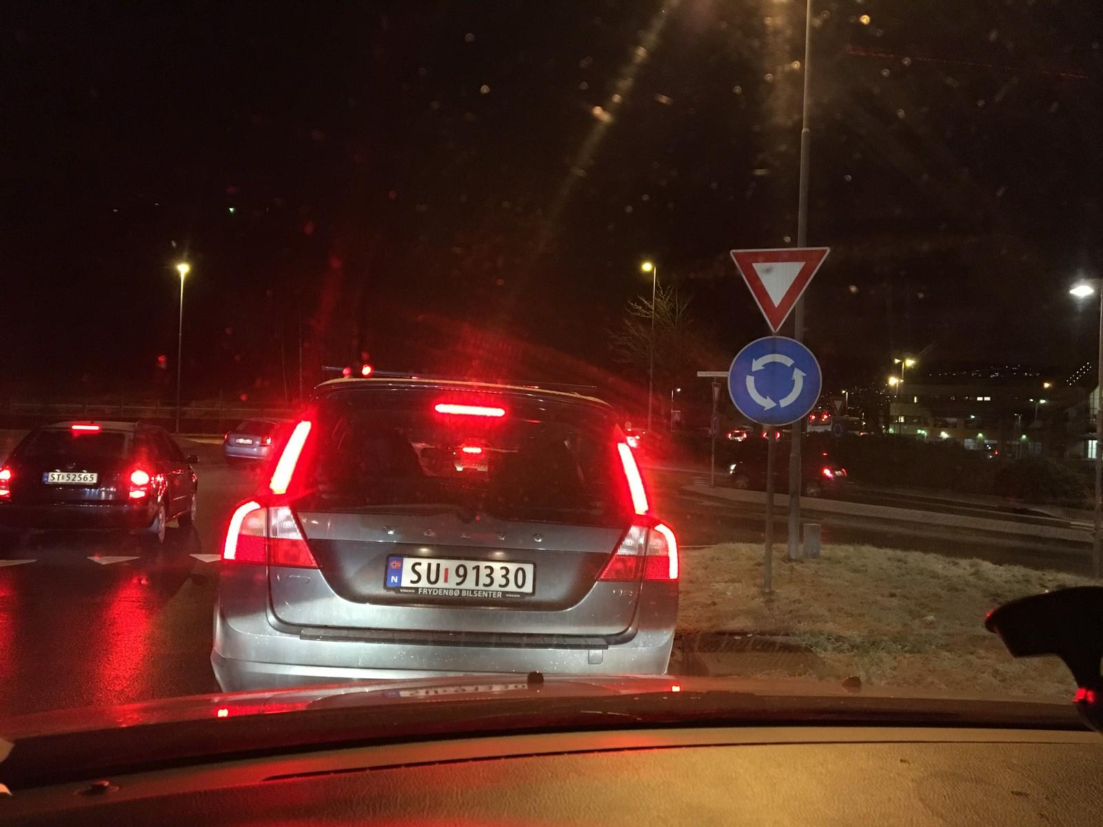 Fra Askøy til sentrum har køen gått svært sakte.