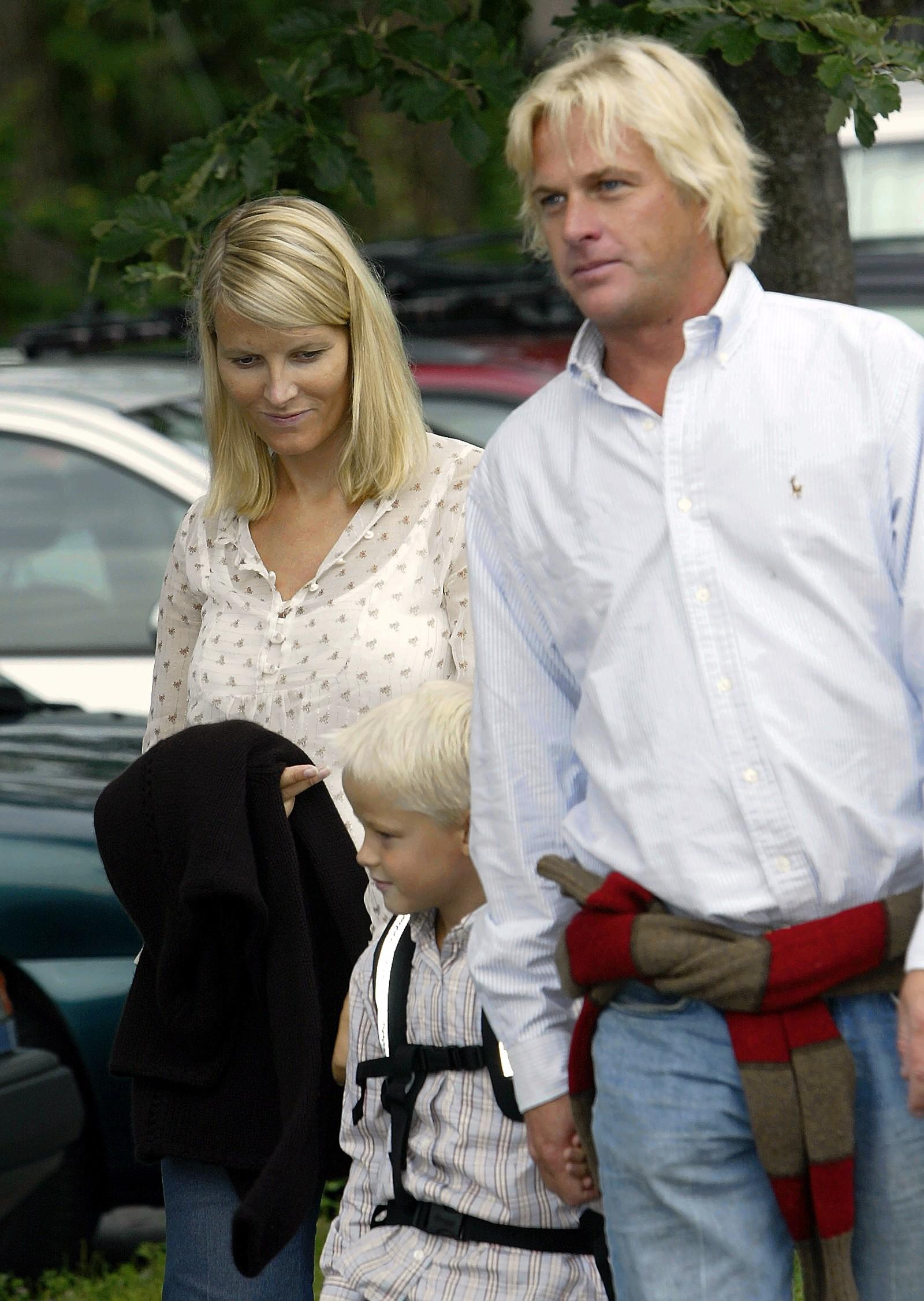 Marius begynner i første klasse på Jansløkka skole i Asker i 2003. Han ble fulgt av kronprinsesse Mette-Marit og kronprins Haakon, samt Marus' far, Morten Borg.