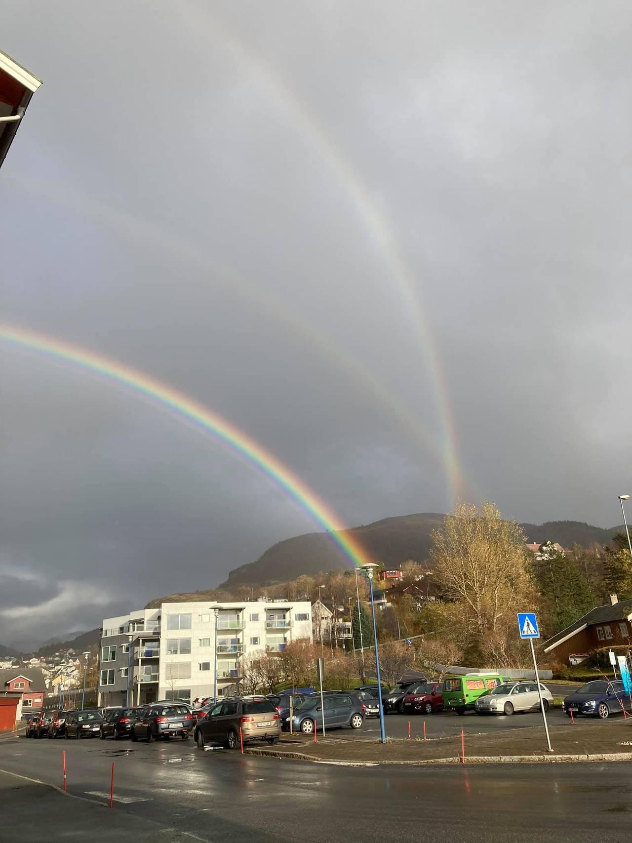 Kryssende regnbuer på Ørnes