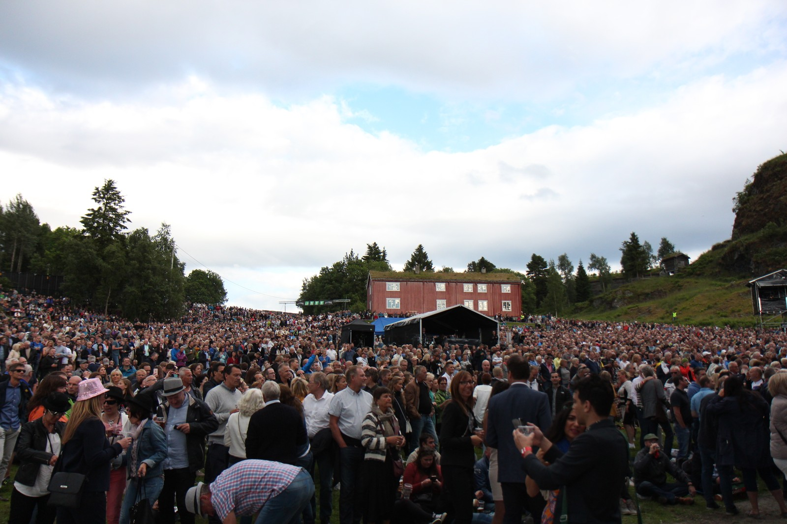 10 000 hadde sikra seg billett til Elton Johns første konsert i Trondheim sidan 2003.