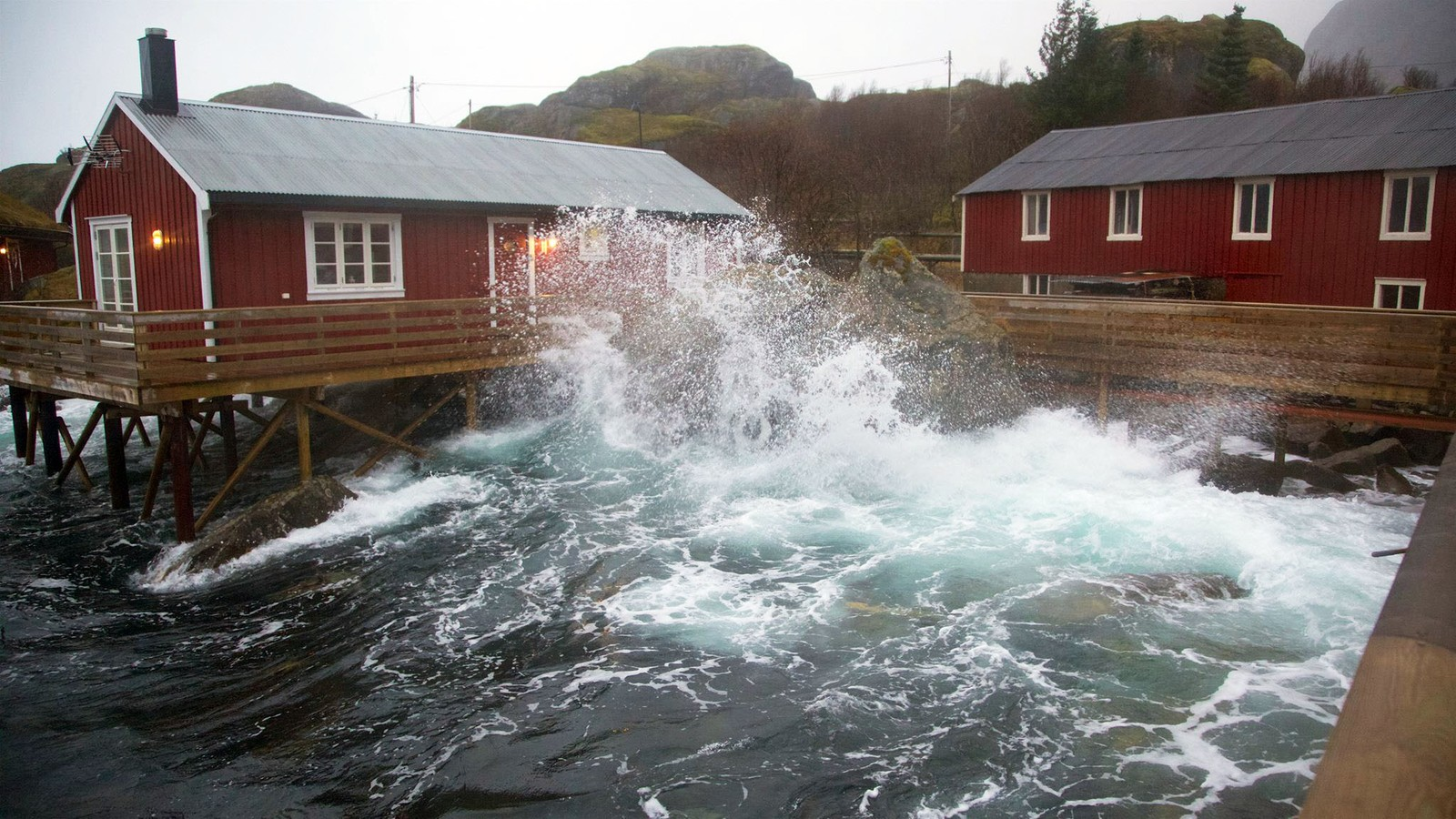 Storm i Nusfjord i Lofoten