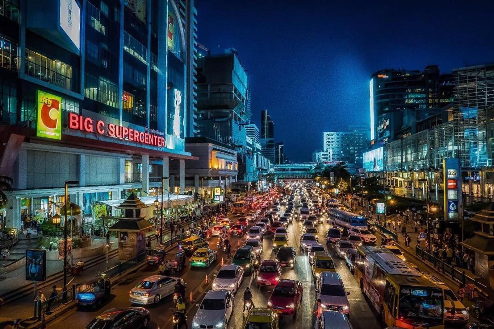 HJEM TIL MIDDAG? Bare i Mexico City er det flere og større bilkøer enn her i Bangkok, ifølge GPS-leverandøren TomTom. Dette bildet er tatt onsdag denne uka.