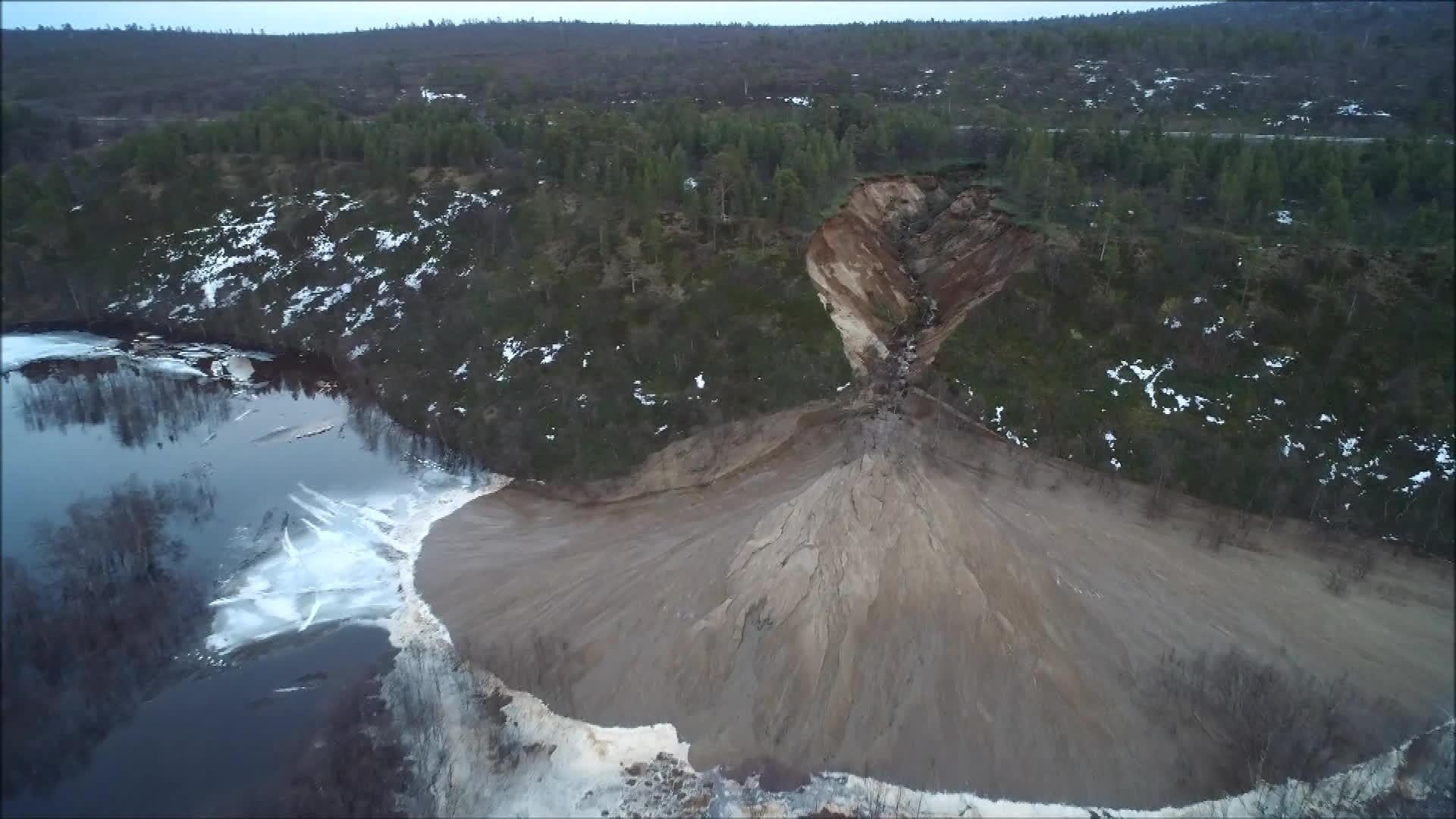 Stort jordskred i Finnmark: – Det ser brutalt ut