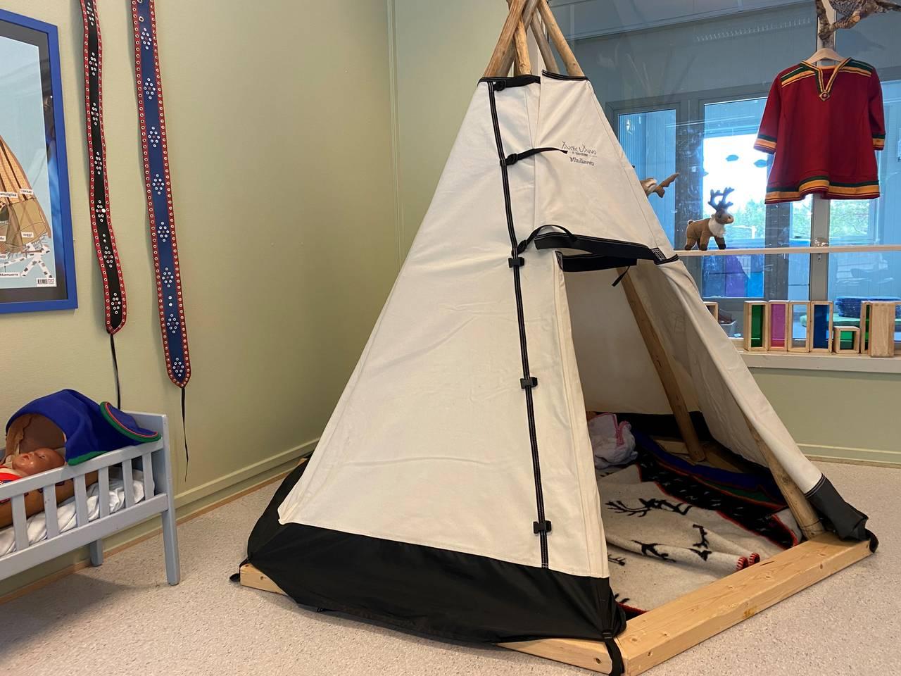 Lavvo i den samiske barnehageavdelingen.