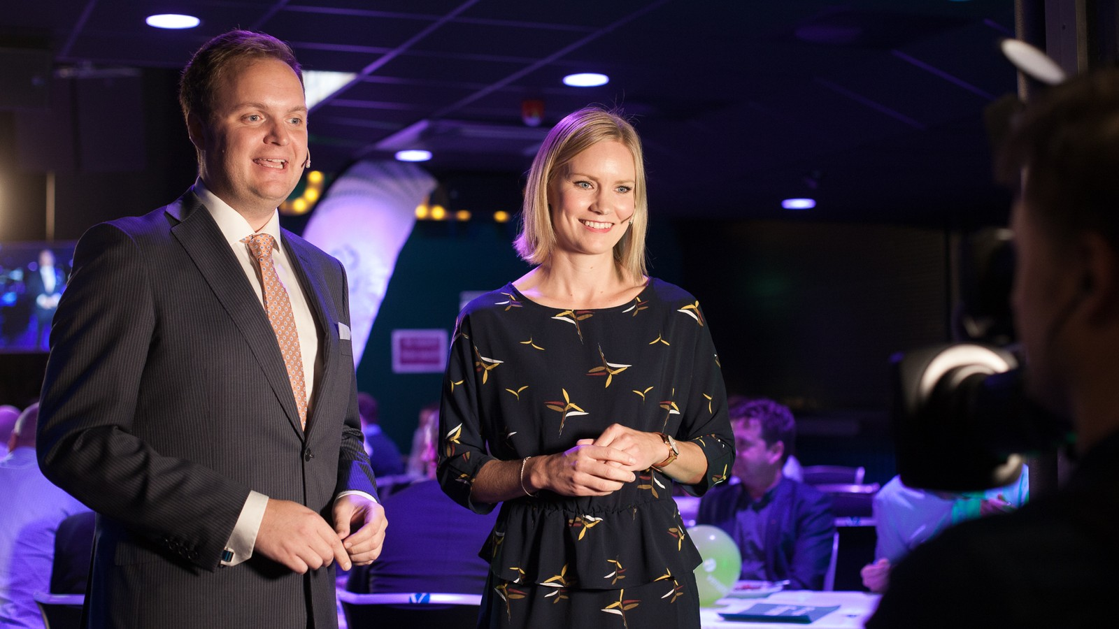 NRK si direktesending på nett-TV og radio er leia av programleiarane Erlend Blaalid Oldeide og Silje Guddal.