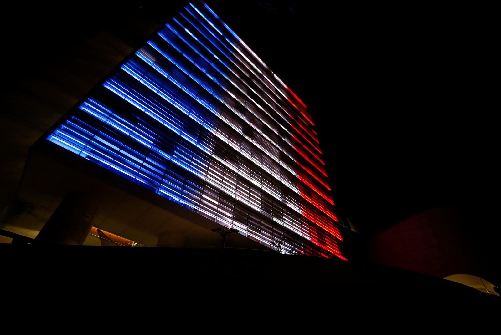 Senatet i Mexico City i franske farger for å hedre ofrene i Nice.