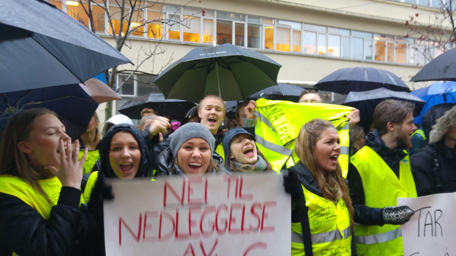 Det var mye lyd og tydelig budskap fra de hundretalls oppmøtte elevene.