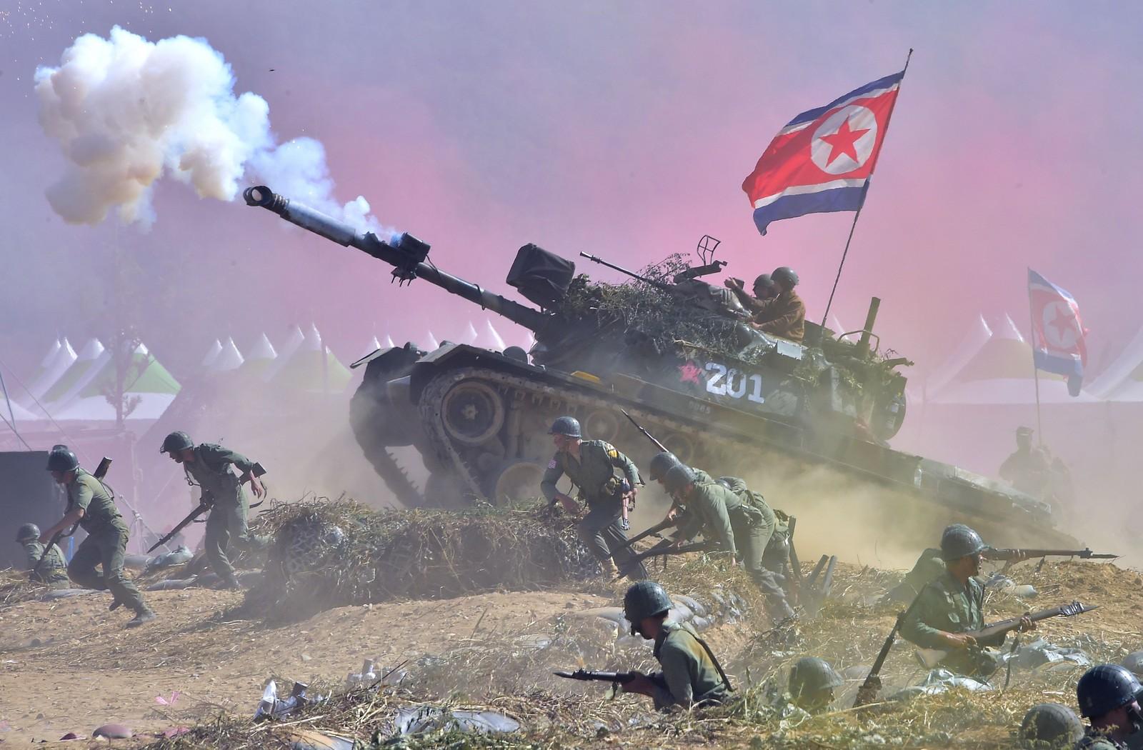 Sør-koreanske soldater spilte både seg selv og nord-koreanske styrker i en gjenskapning av slaget om Nakdong-elva, som fant sted i 1950.