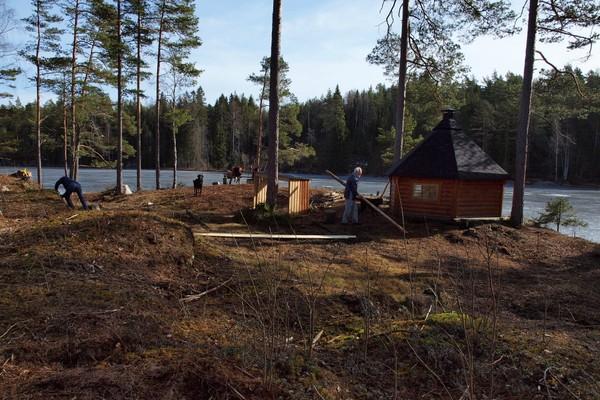 Dagsturhytta Askerødtjern. -  Foto: Helge L. Jodalen