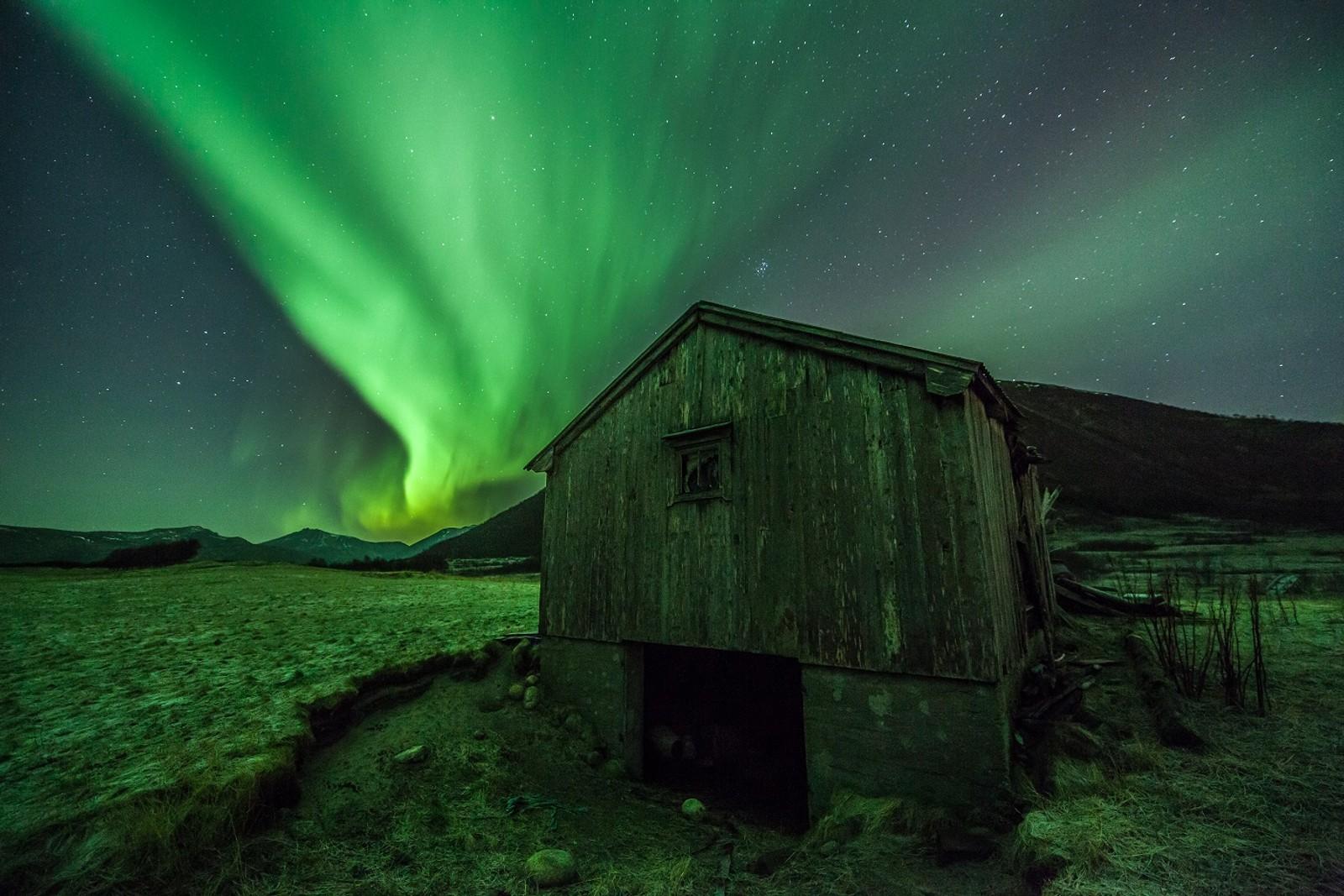Fra ettermiddagen, 23 november, da aurora var tidlig ute og danset litt.