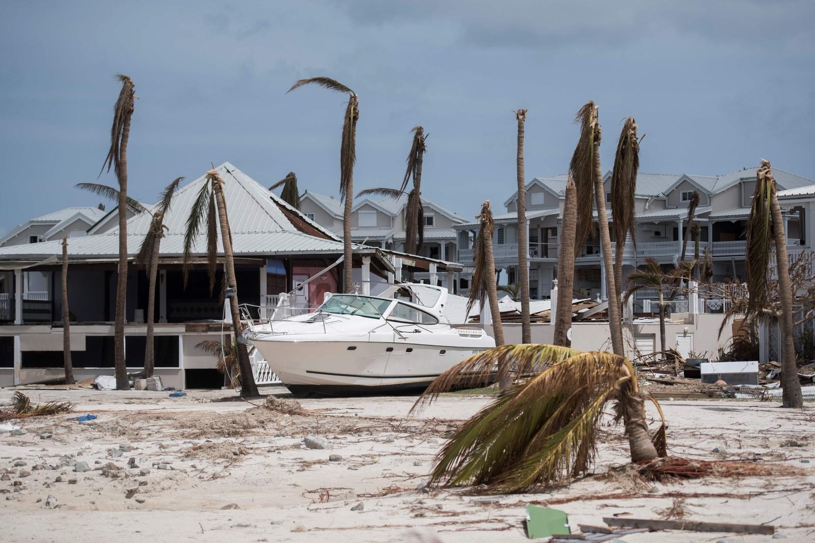 En båt kastet på land av orkanen Irma i St. Martin.