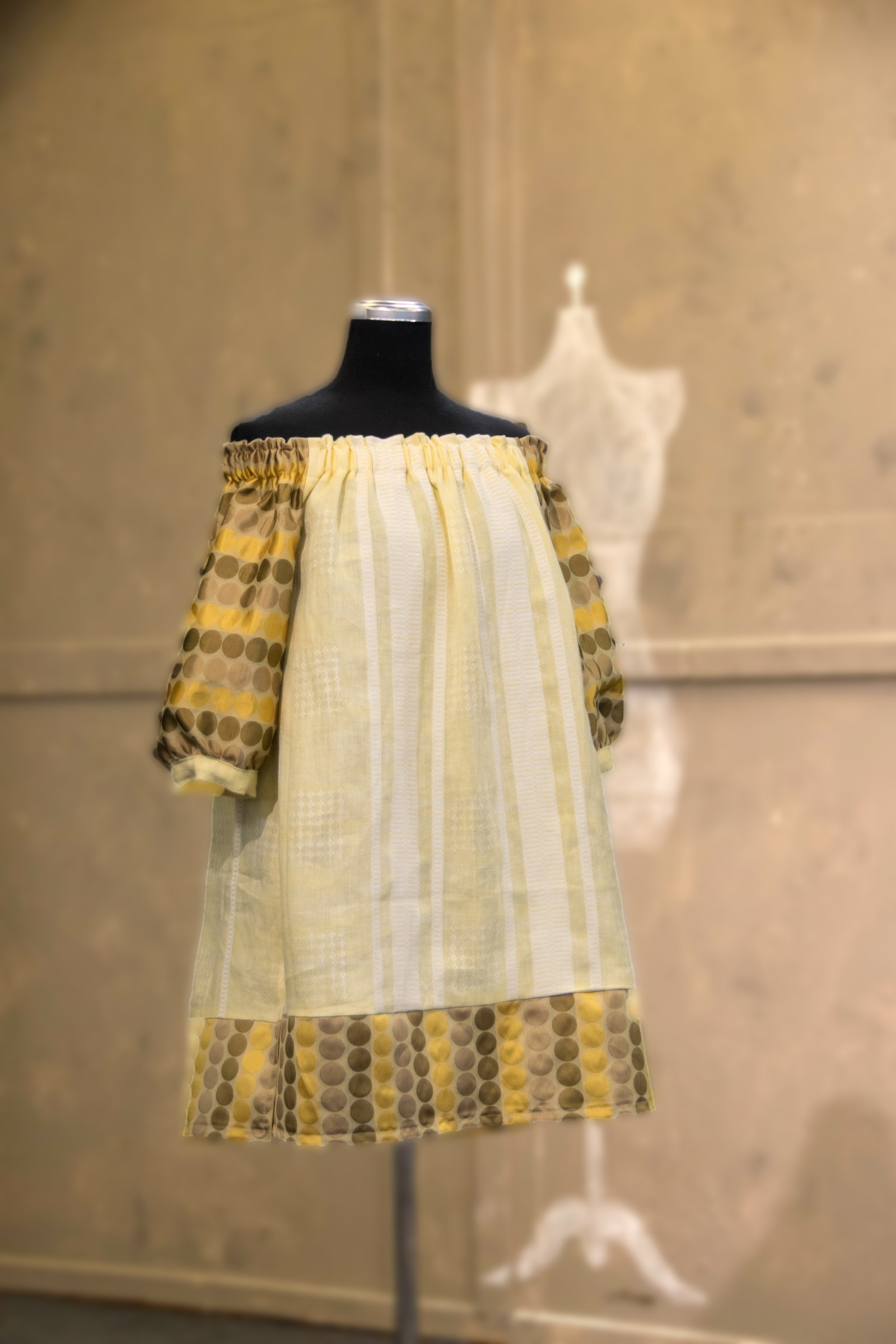 - Det er noe Art Deco over denne blusen, sa Jenny Skavlan til Ellen om blusen hennes. Den var lik foran og bak.
