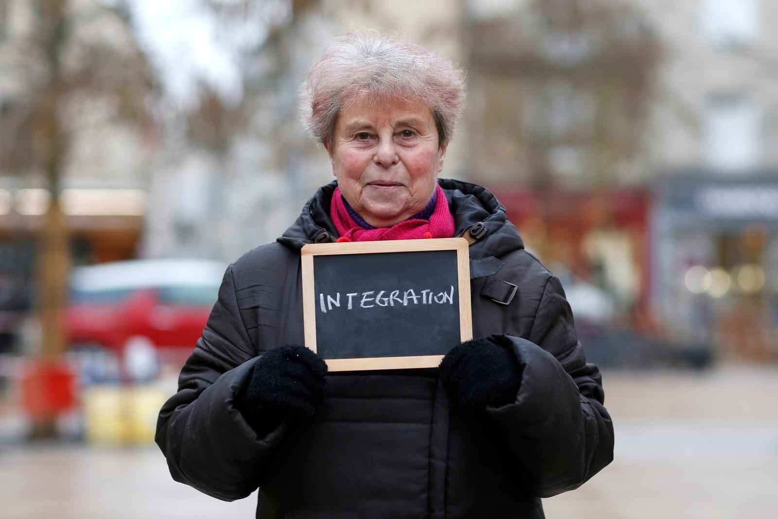"""Marie-Francoise Lagente (77) er pensjonist og ber om et krafttak for integrering. """"Det er noen stemmer som mener at du alltid vil være en utlending dersom du forlater ditt fødeland. Jeg elsker å reise, men jeg tror ikke at vi kan la alle komme til vårt land""""."""