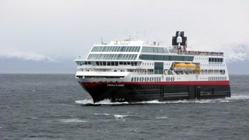 MS Trollfjord mot Tromsø