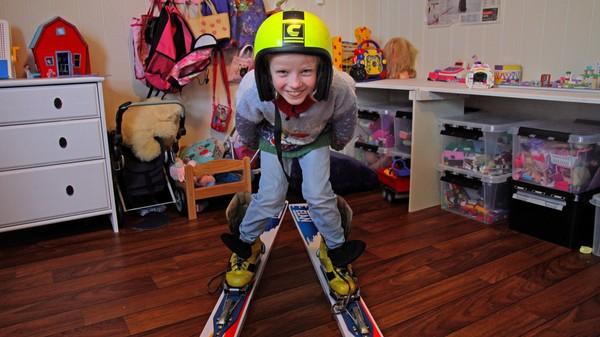 Norsk dokumentarserie.Oda Bertine hoppar på ski og drøymer om å bli like god som pappa. For å bli det må ho hoppe i ein stor skibakke, men ho er redd for at ho ikkje tør å sette utfor og at ho skal dette å slå seg.