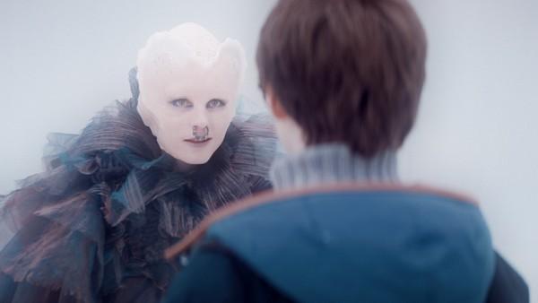 Endelig kommer Theo og Simone seg avgårde. Snart møter de Thannanayas magiske orakel, som gjerne vil svare dem. Men hvordan finner man mot til å stille riktig spørsmål?