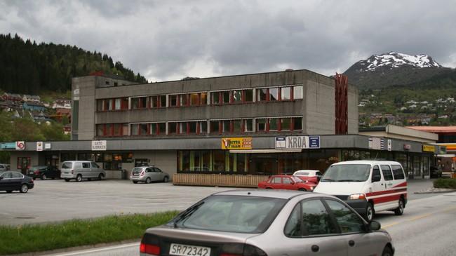 LO i Sogn og Fjordane held til i denne bygningen i Førde. Foto: Kjell Arvid Stølen, NRK.