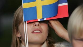 Pike med norsk og svensk flagg