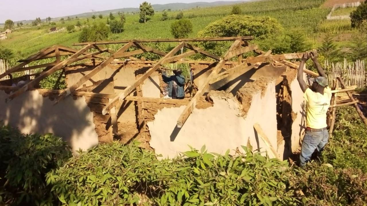 Utkastelse av ogiek-folket i Mauskogen i Kenya. River hus.