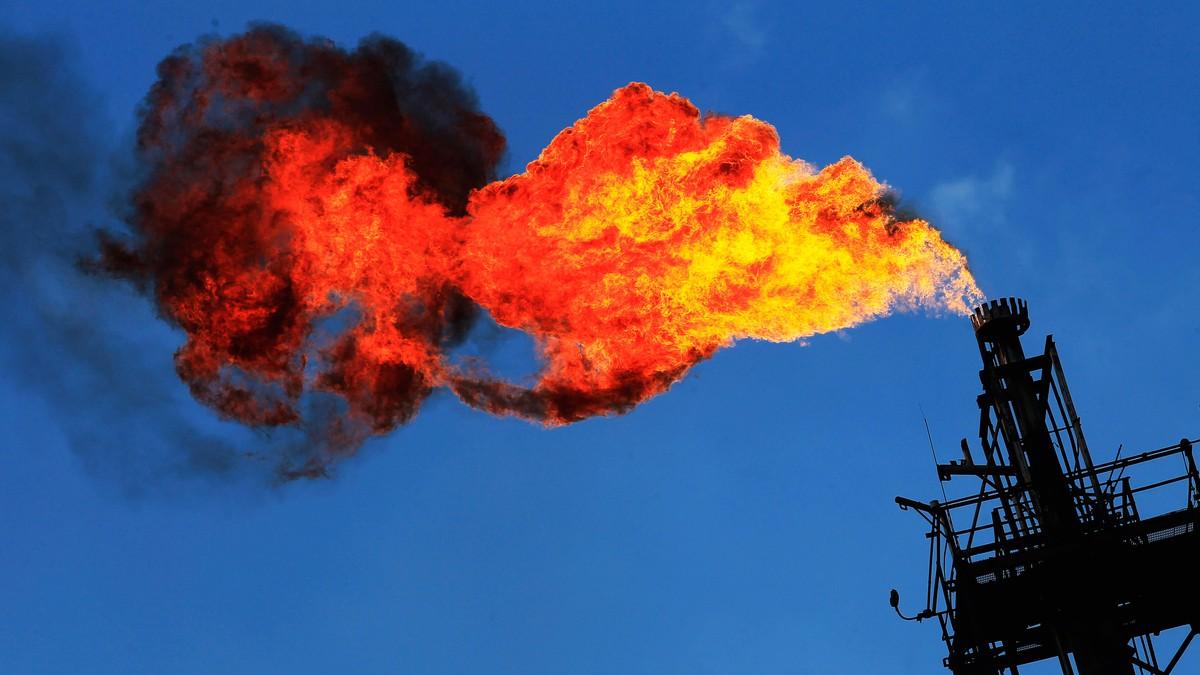 Gass brennes på plattform - Foto: HENRY ROMERO/Reuters