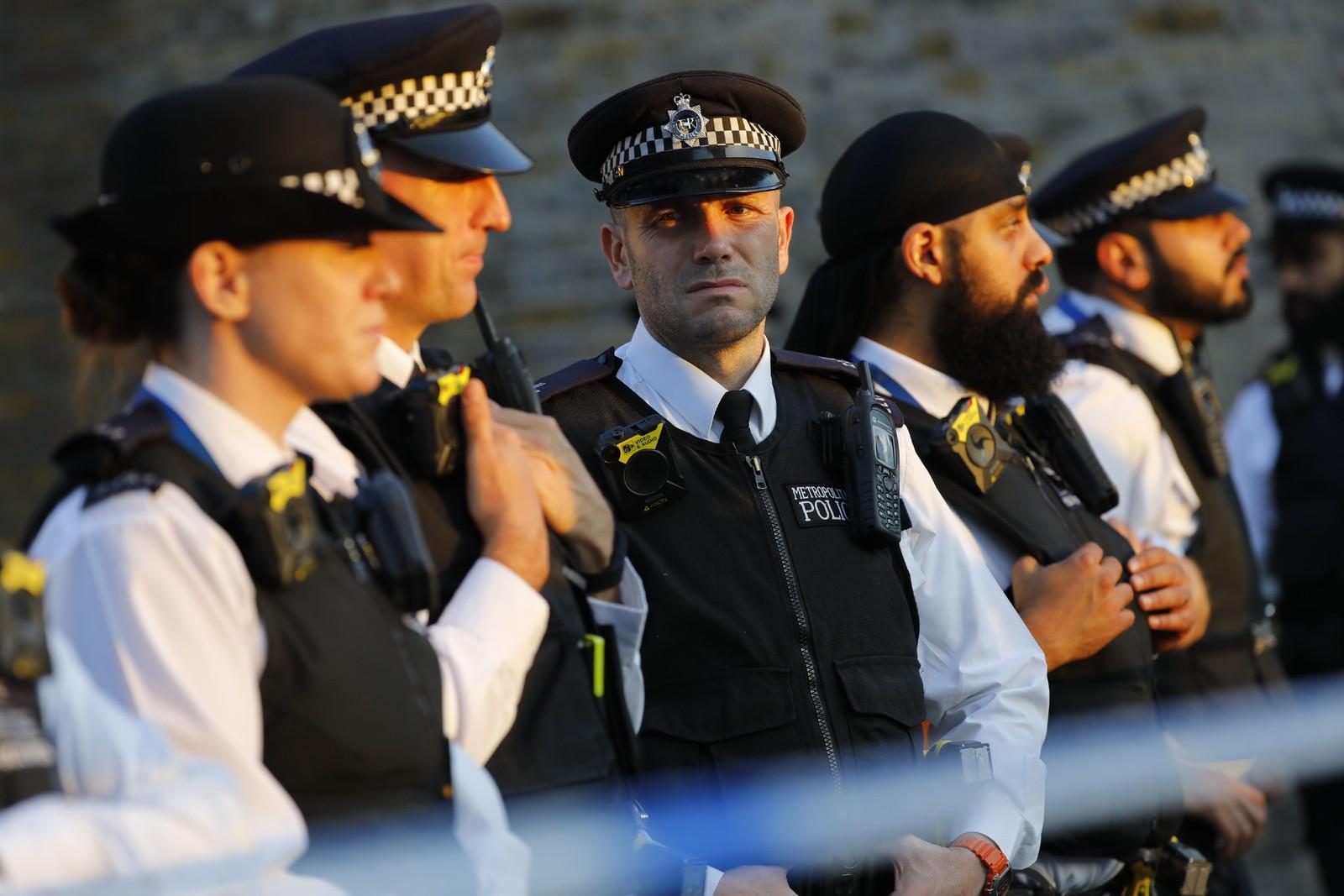 Politiet har sperret av et stort område.