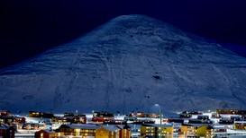 Longyearbyen på Svalbard skal sikres bedre mot snøskred. Det innebærer blant annet at 142 boliger skal rives.