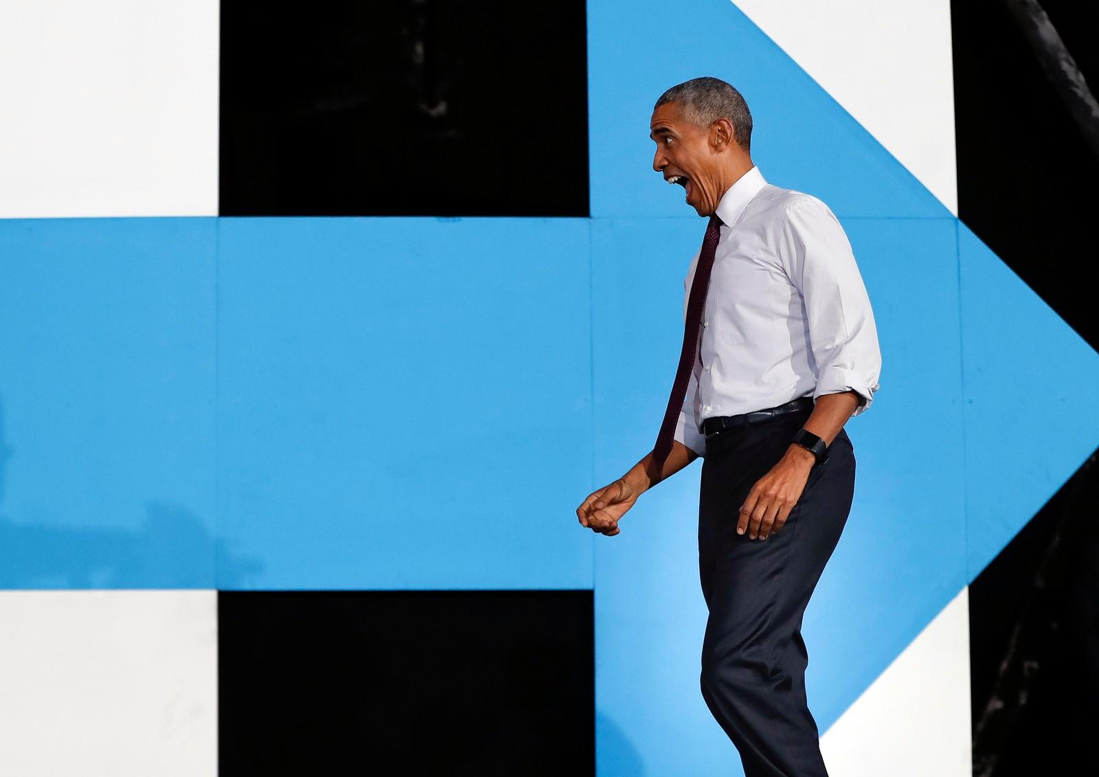 Dette er ikke slik President Barack Obama reagerte da han hørte at Donald Trump vant valget. Dette bildet ble tatt da han deltok på et valgkamparrangement like før valget.