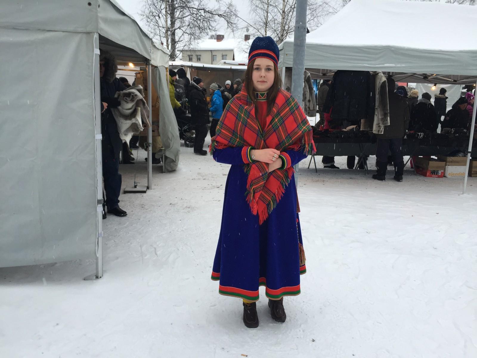 Maja-Stina Aira er 15 år og fra Jokkmokk og deltar under feiringen av nasjonaldagen.