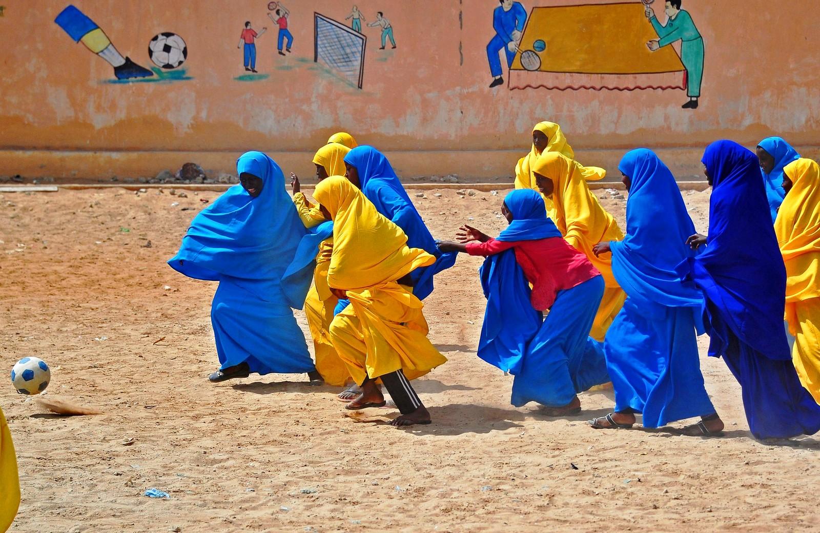 Somaliske skolejenter under et friminutt den 5. oktober.